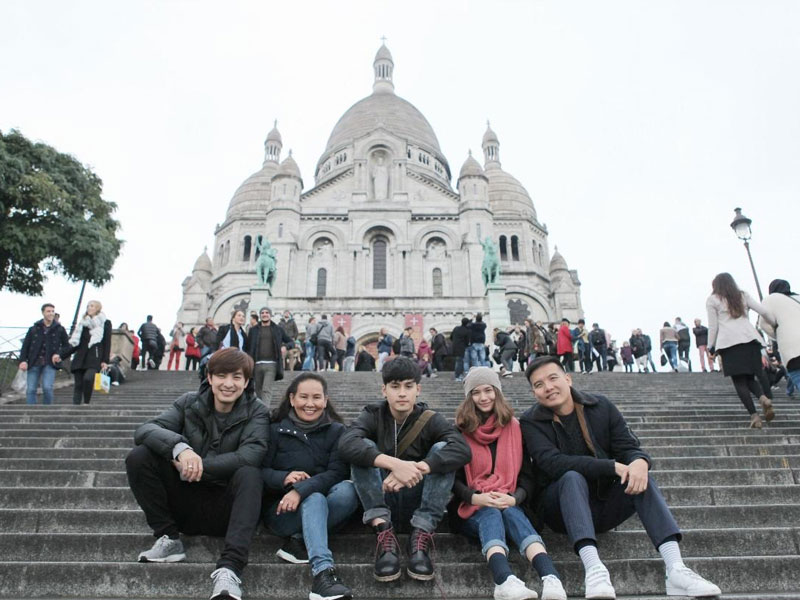 'โอเนกาทีฟ' ลุยปารีส 'เก้า-วี' สวีทหวานถ่ายฉากโรแมนติก!!